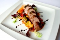 Вырезка свинины sous vide с капустой а-ля паризьен, запеченным картофелем и белыми грибами